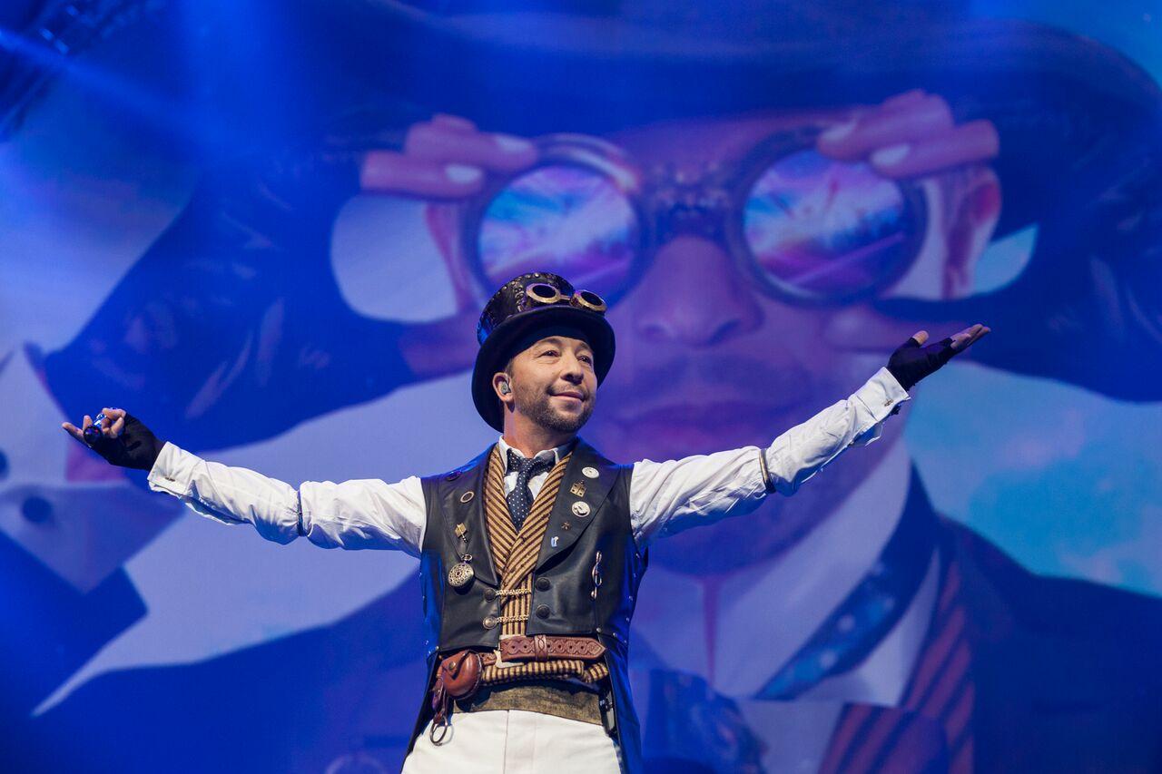 Швейцарецът DJ Bobo, който има зад гърба си над 14 милиона продадени албуми, идва у нас на 10 ноември за концерт, с който ще отпразнува 25-годишната му успешна кариера.