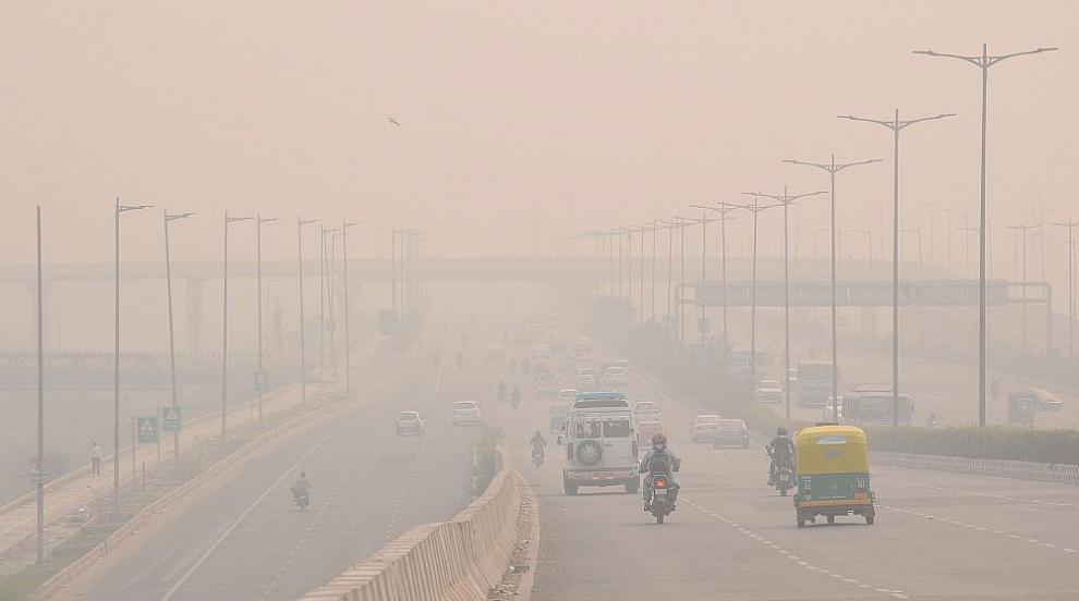 Индийската столица Делхи потъна в отровна мъгла (ВИДЕО)