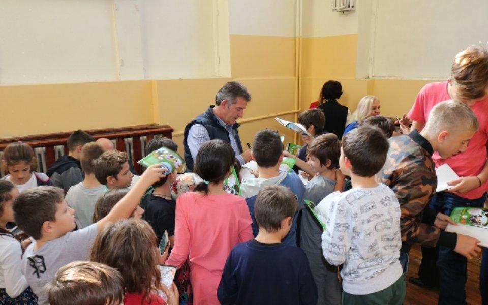 Българският футболен съюз с благородна инициатива в помощ на учениците