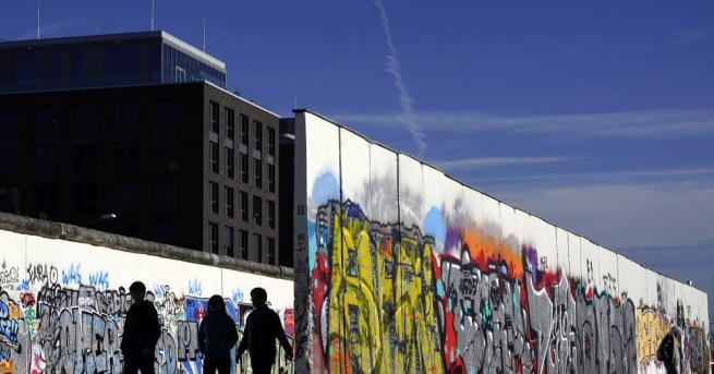Рухването на Берлинската стена: Историята на една грешка На днешната
