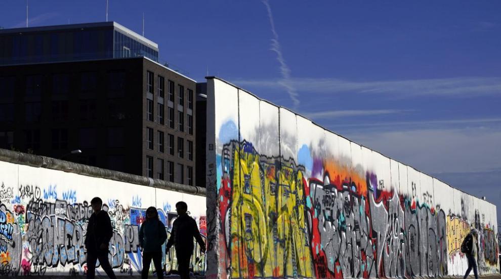 Рухването на Берлинската стена: Историята на една грешка