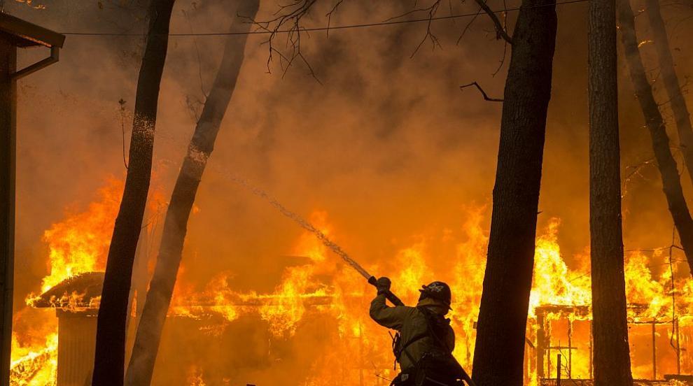 Знаменитости избягаха от домовете си заради пожара в Калифорния