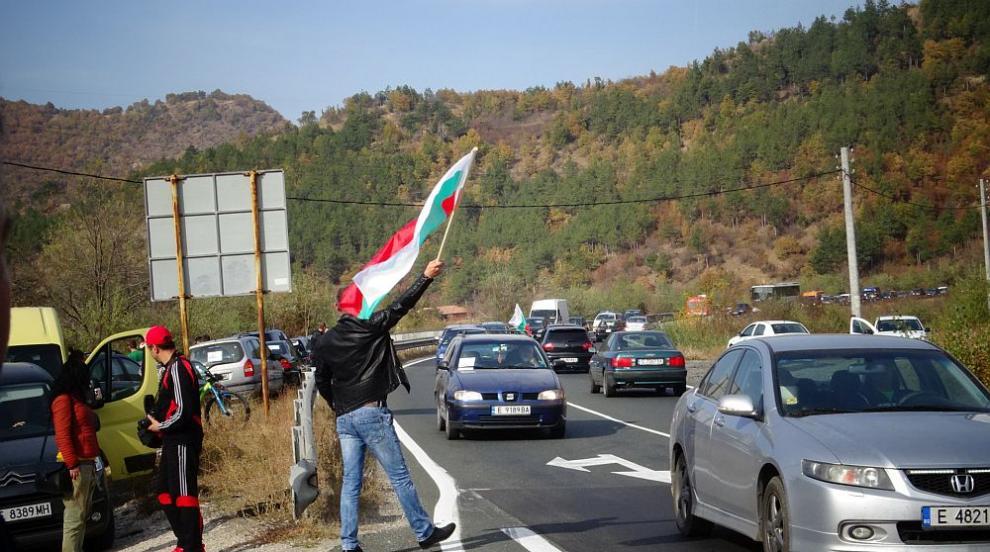 Протести и автошествия в цялата страна срещу цените на горивата