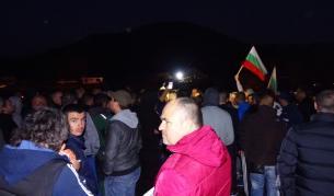 <p>Камион се вряза в група протестиращи край Благоевград</p>