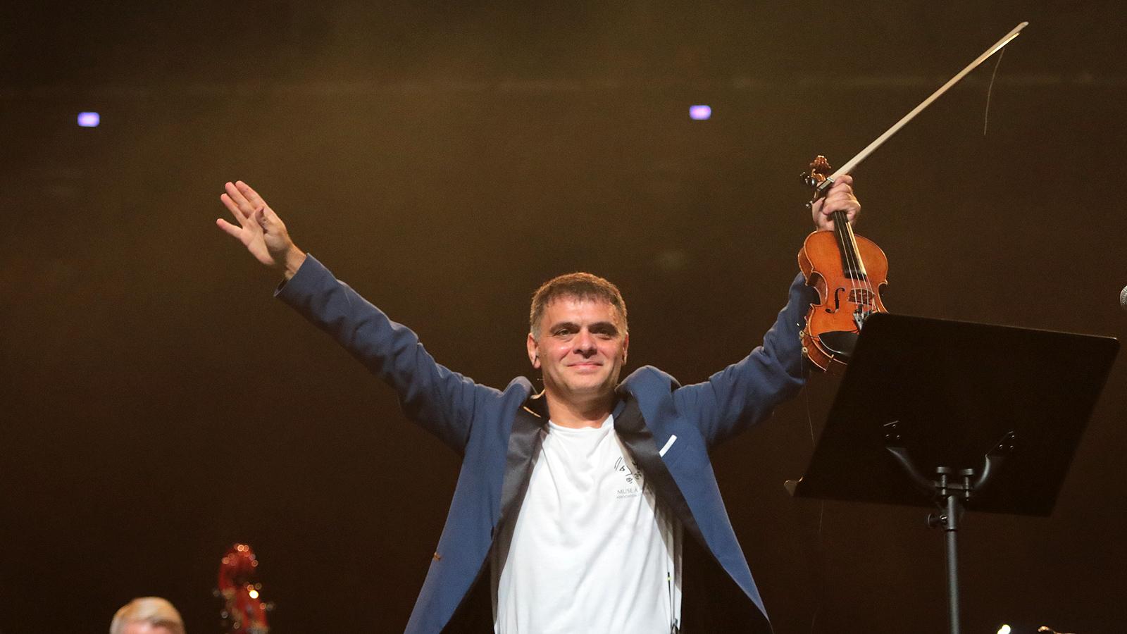 Васко Василев поднесе на своите почитатели поредния разтърсващ и докосващ сетивата спектакъл в зала 1 на НДК