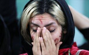 След 40 години: Стотици жени отидоха на мач в Иран
