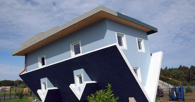 Първата къща, обърната наобратно, отвори врати в британския курорт Борнмът