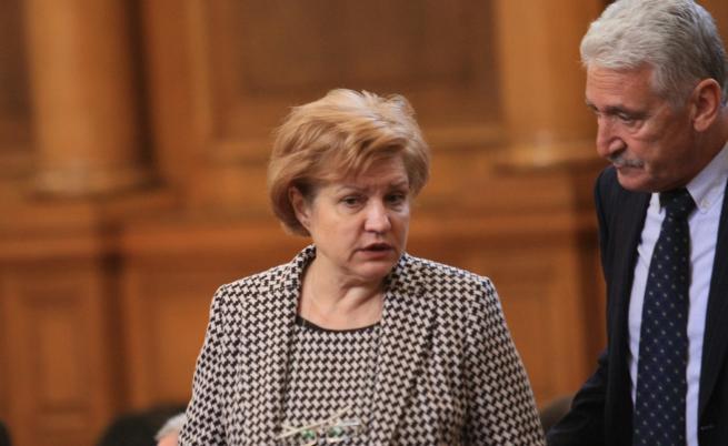 Менда Стоянова: Няма да има лимит за най-близките