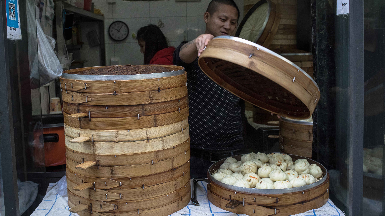Сладки традиционни йомари, наричани още ямари - деликатес в Непал, а супата от охлюви в Камбоджа