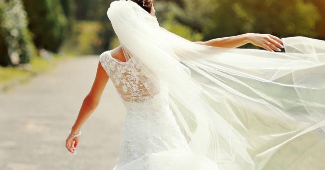 Жена от Тексас отпразнува развода си, като взриви булчинската си