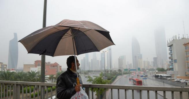 Разпокъсани и силни валежи от дъжд в Кувейт доведоха днес