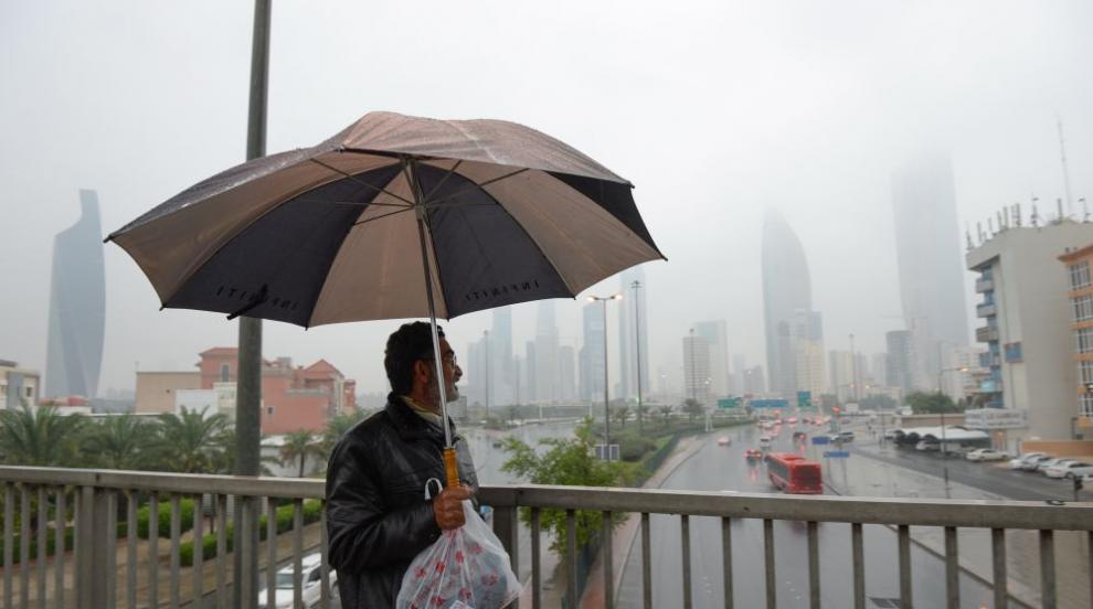 Разпокъсани и силни валежи затвориха пътища в Кувейт