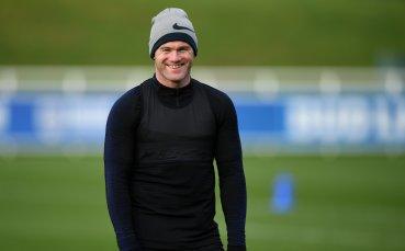 Рууни капитан и екип с №10 в последния си мач за Англия
