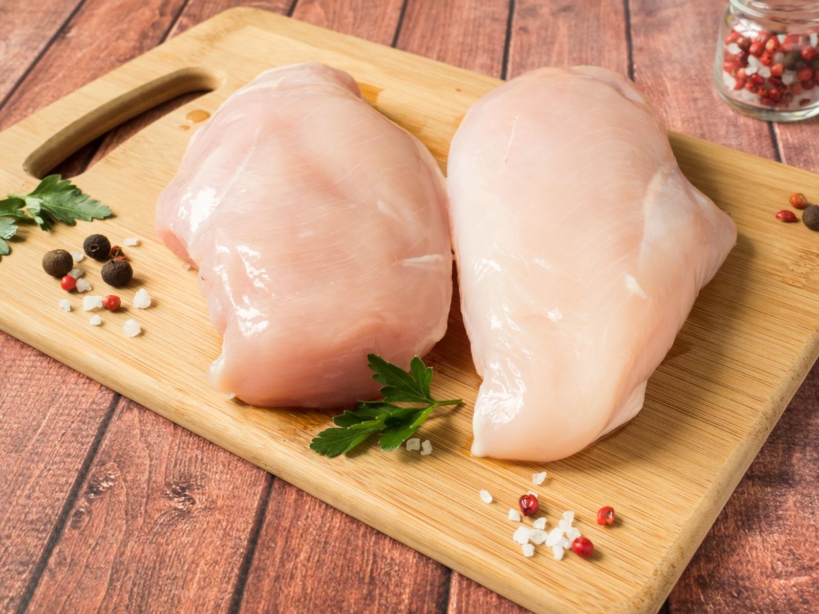 Пилешко месо: Ще кажем само едно – протеини. Нужни са ви, за да не напълнеете и за да не губите мускулна маса.