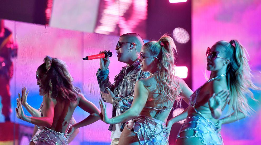 Латино наградите Грами: Гореща музика и още по-горещи жени (СНИМКИ)