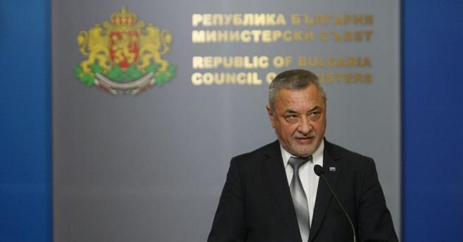 В петък вицепремиерът Валери Симеонов подаде оставка точно месец след