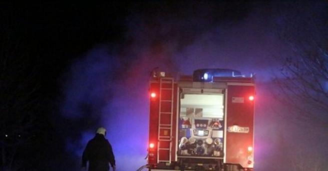 Пожар изпепели къща в якорудското село Черна Места. Пламъците са