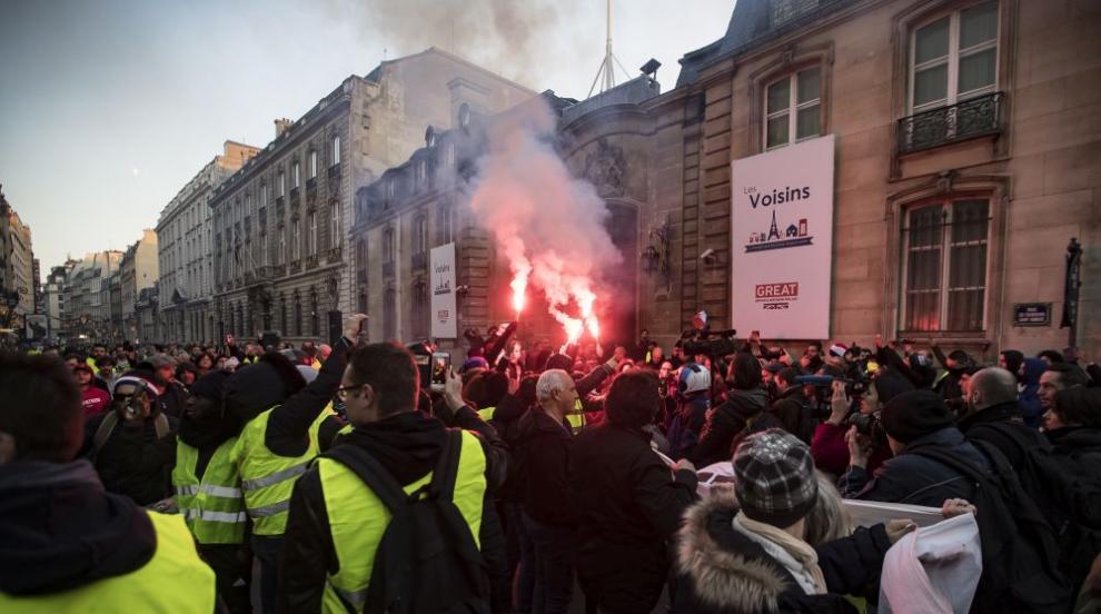 Близо 283 000 протестираха във Франция, една жертва и 227 пострадали