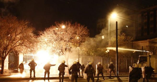 Силна експлозия избухна близо до сградата на гръцката телевизия