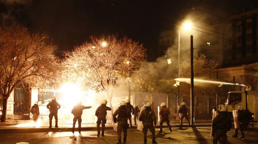 Взривиха бомба край сградата на гръцка телевизия