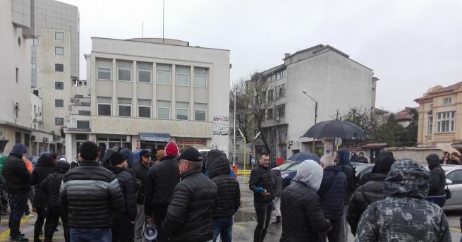 Протест блокира пътя Хасково - ДимитровградПротестиращи, които тази сутрин тръгнаха