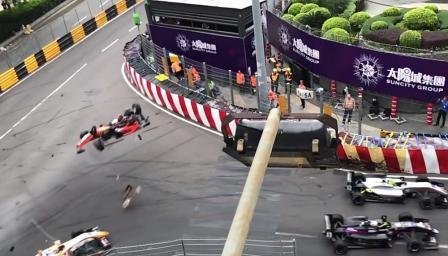 Жестока катастрофа във Формула 3, има ранени (ВИДЕО)