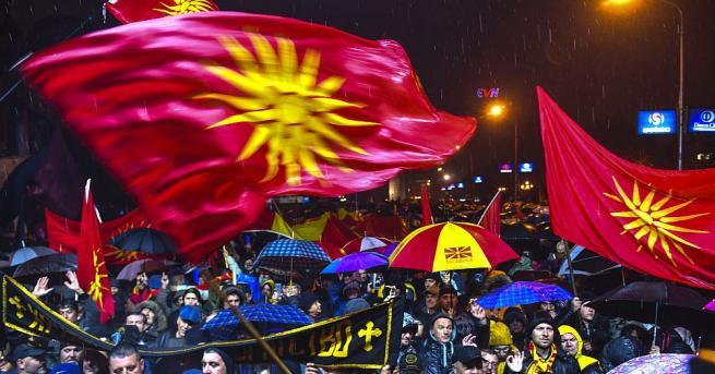 След дълга пауза пред парламента на Република Македония, тази вечер