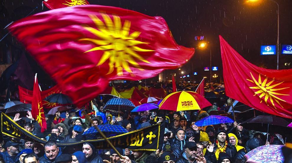 Многохиляден протест в Скопие поиска оставката на правителството