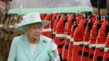 Охранители на Елизабет II - арестувани пияни за сбиване