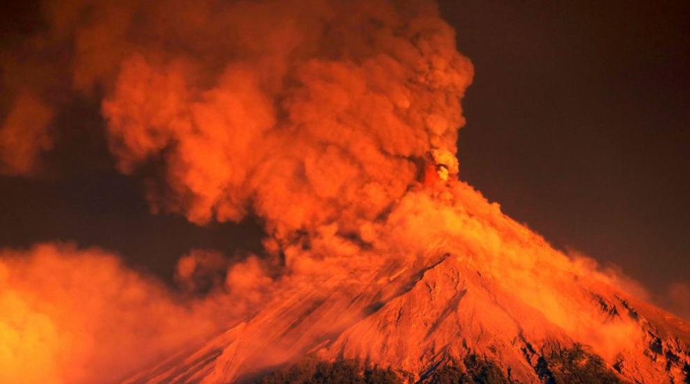 Изригна вулканът Фуего в Гватемала, хиляди са евакуирани