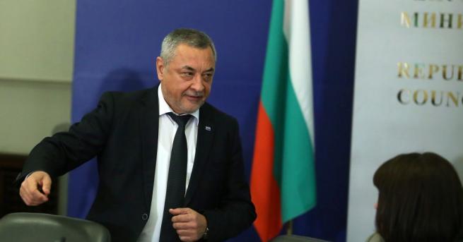 Вицепремиерът в оставка Валери Симеонов ще ръководи за последен път