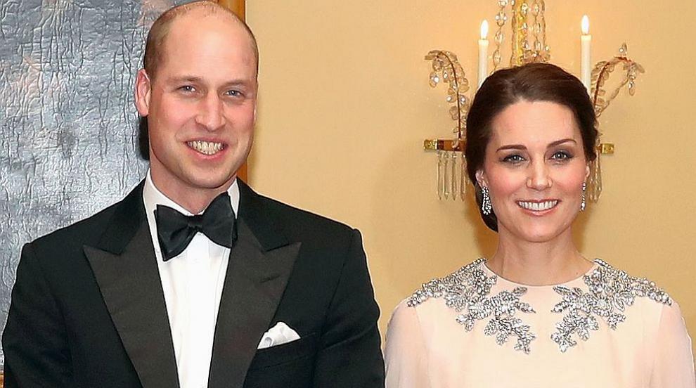 Очарователна коледна снимка на Кейт, Уилям и трите им деца (СНИМКА)