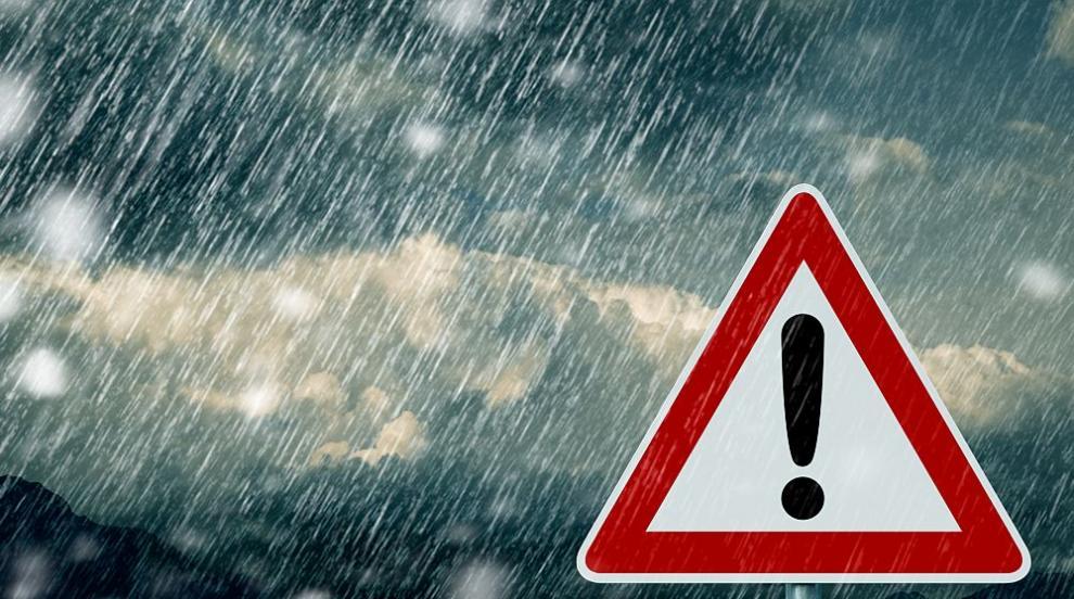 Опасно време в цялата страна в сряда: Силен дъжд и поледици