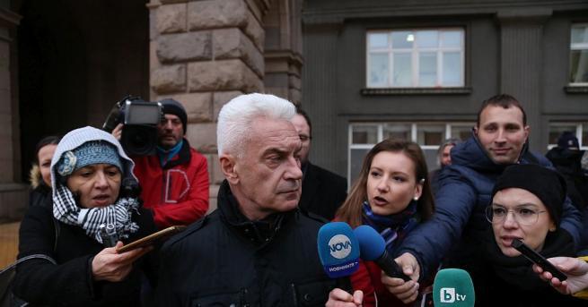 Лидерът на Атака Волен Сидеров си тръгна от заседанието на
