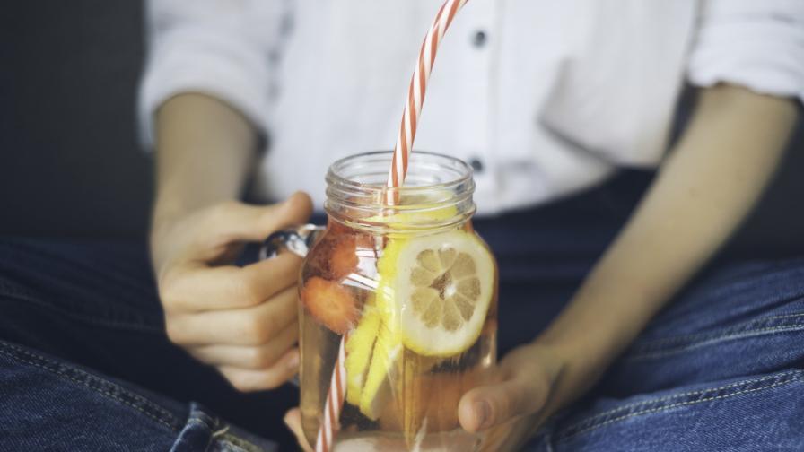 <p>Какво ще стане с тялото, ако замените всички напитки с вода</p>