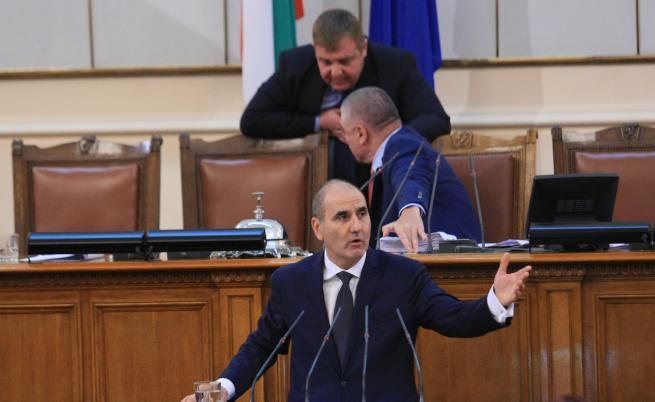 Цветанов: Президентската двойка се движи в насрещното