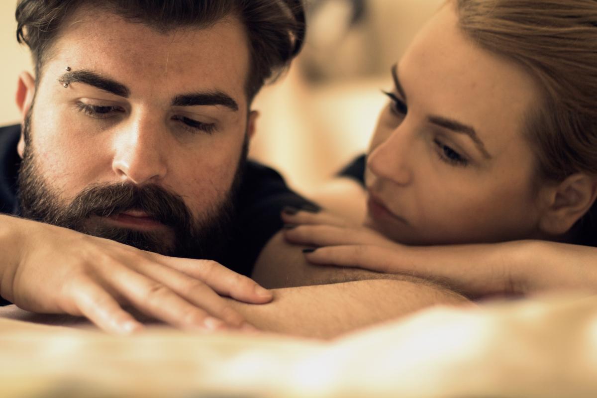 Сексът няма да е достатъчно продължителен Това със сигурност е опасение номер 1, което стресира мъжете преди секс с половинката си. Вариантът на евентуално разочарование от страна на партньорката, която не е успяла да достигне до точката на удоволствие, преди тях, стресира над 90% от господата по света.