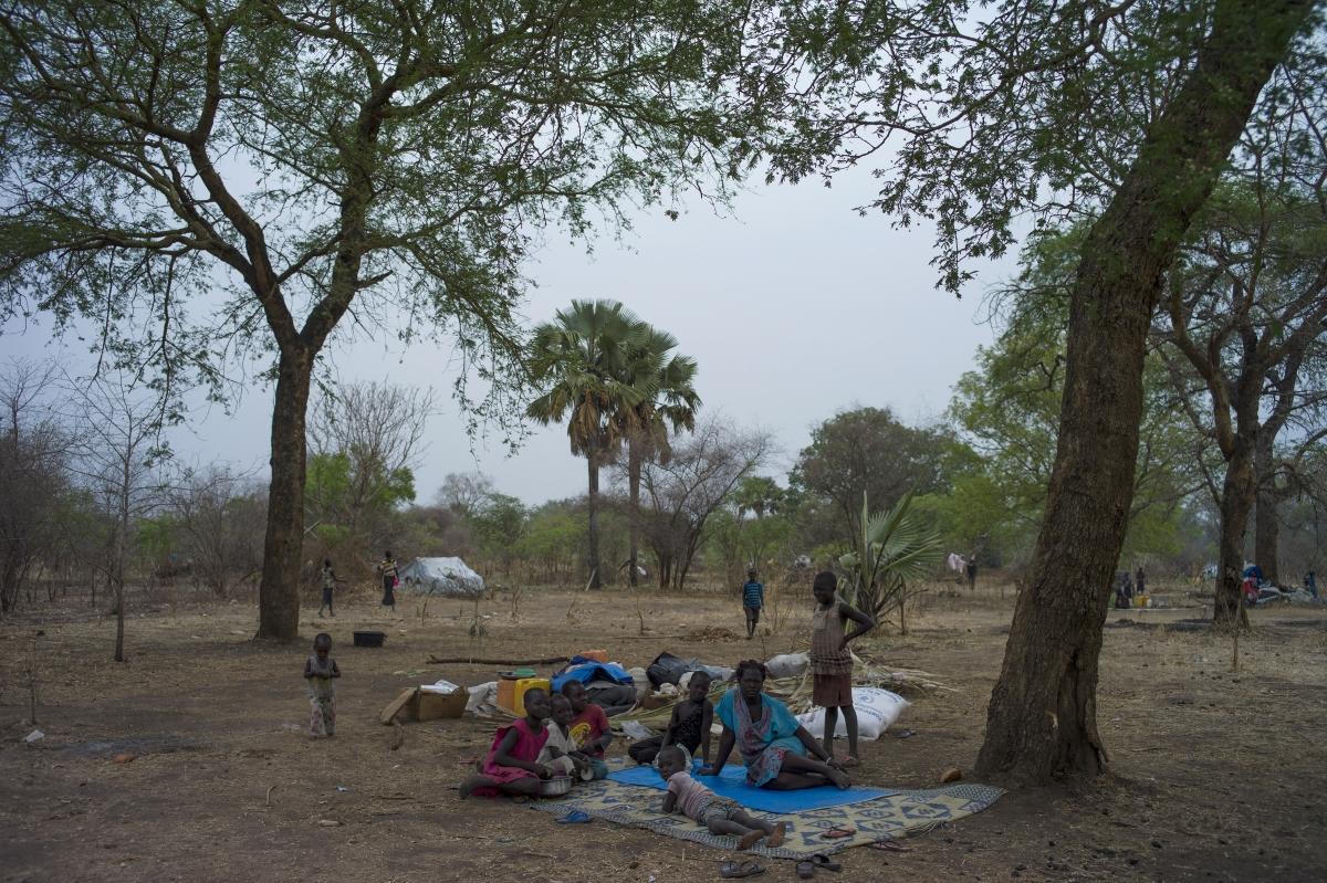 Южен Судан. Там цари нестихваща гражданска война, при която изнасилванията са използвани като оръжие - войници изнасилват жени и момичета, след което ги изгарят живи, а момчета на възраст дори под 13 години са обучаване да станат войници и да участват в битки.