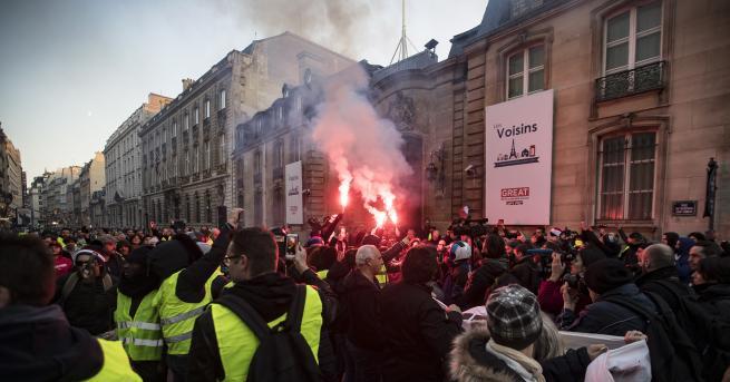 България Рекордно нисък брой протестиращи жълти жилетки във Франция Френски