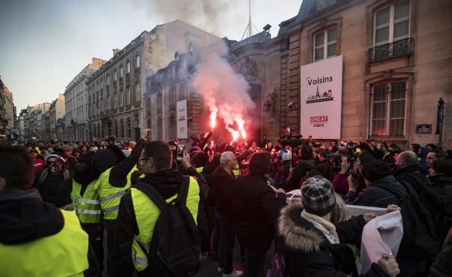Рекордно нисък брой протестиращи жълти жилетки във Франция