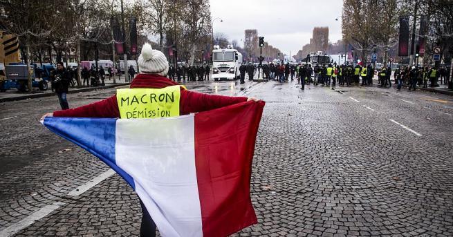 Десетки хиляди протестираха в Париж срещу нов закон за инвитро
