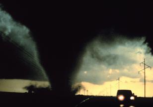 Смъртоносно торнадо се развихри в Канада