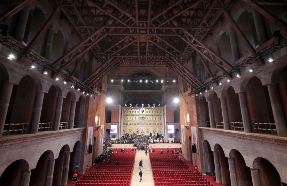 Осветиха огромна православна катедрала в Букурещ