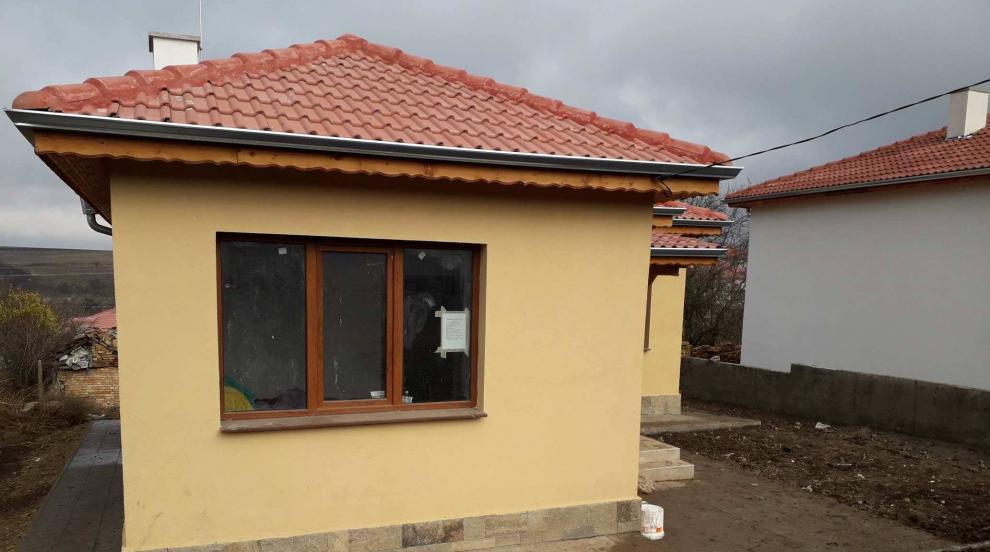 В Хитрино трябва да възстановяват дограма от съборени къщи