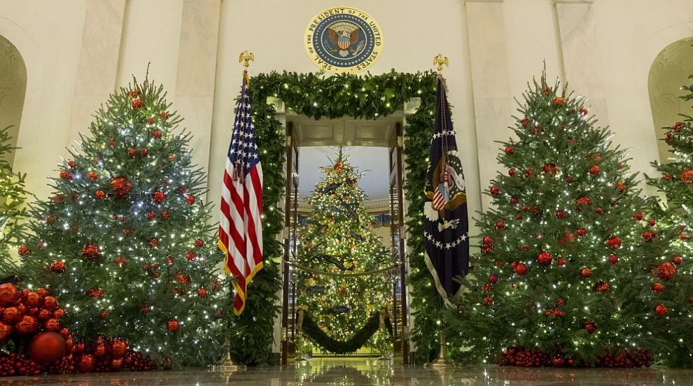 Белият дом блести с коледна украса (СНИМКИ/ВИДЕО)