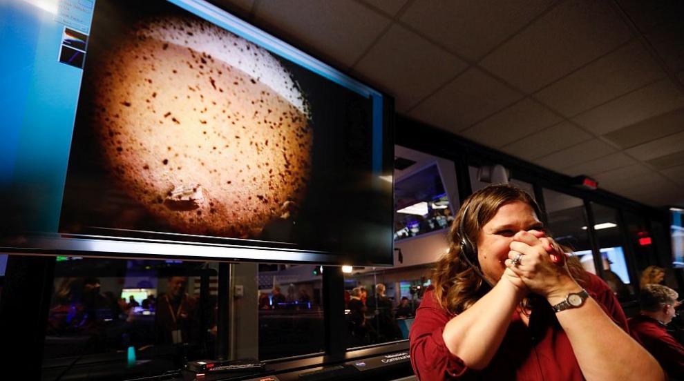 НАСА вече получи първите снимки на InSight (СНИМКА)