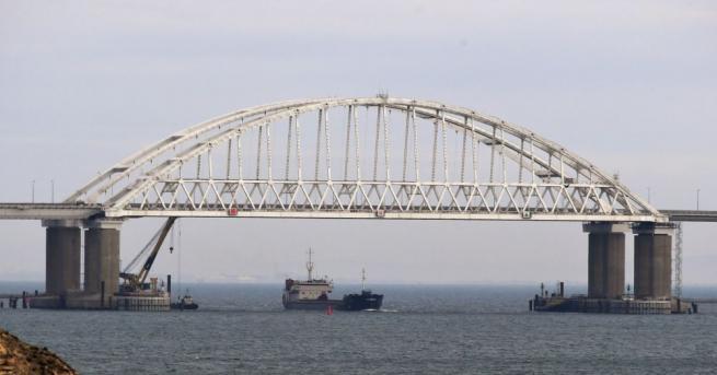 Руски военни от Черноморския флот са започнали гасенето на двата