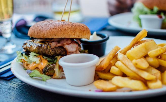 Храните, които ускоряват образуването на бръчки