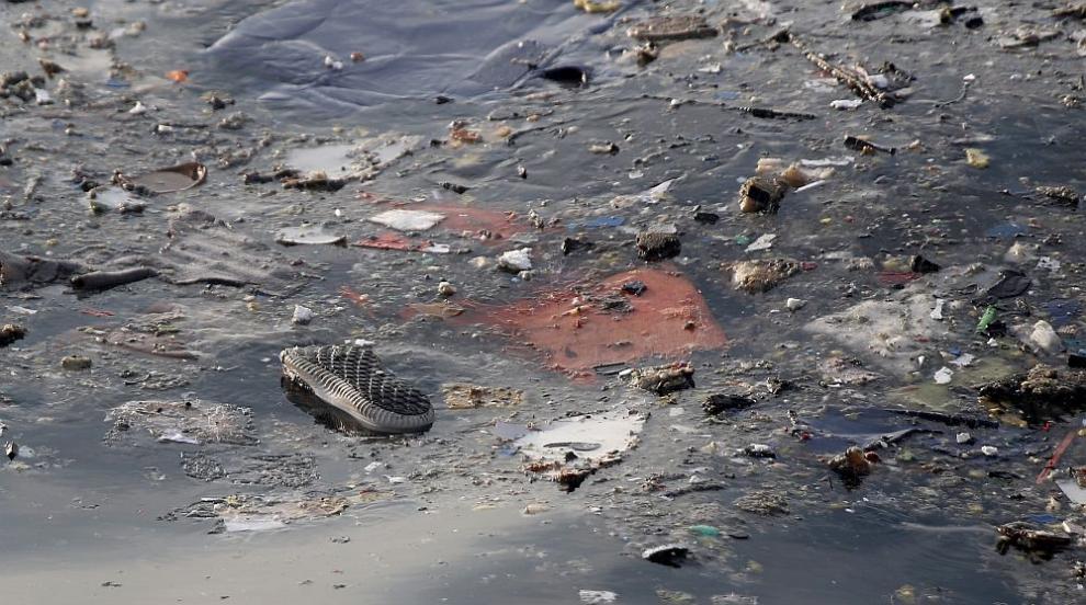 Пилотите на разбилия се през октомври индонезийски самолет се мъчили да го...