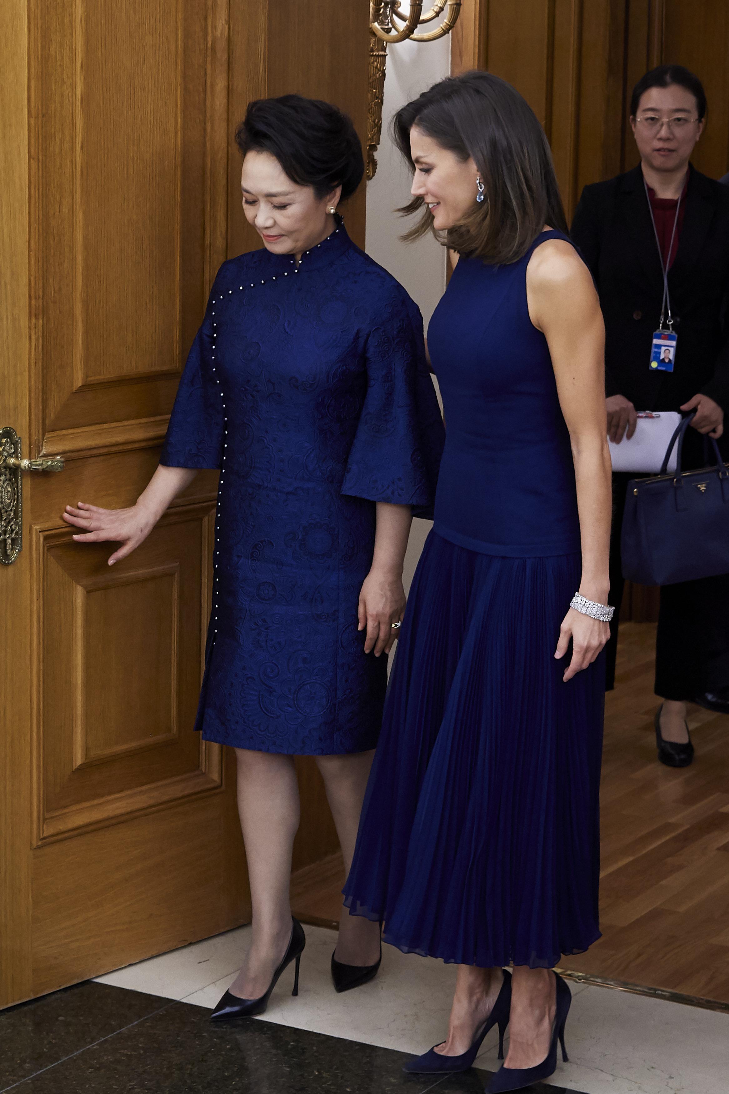 Кралица Летисия и крал Фелипе VI посрещнаха на официална вечеря Си Дзинпин, президен на Китай, и неговата съпругаПън Лиюен в двореца Сарсуела.